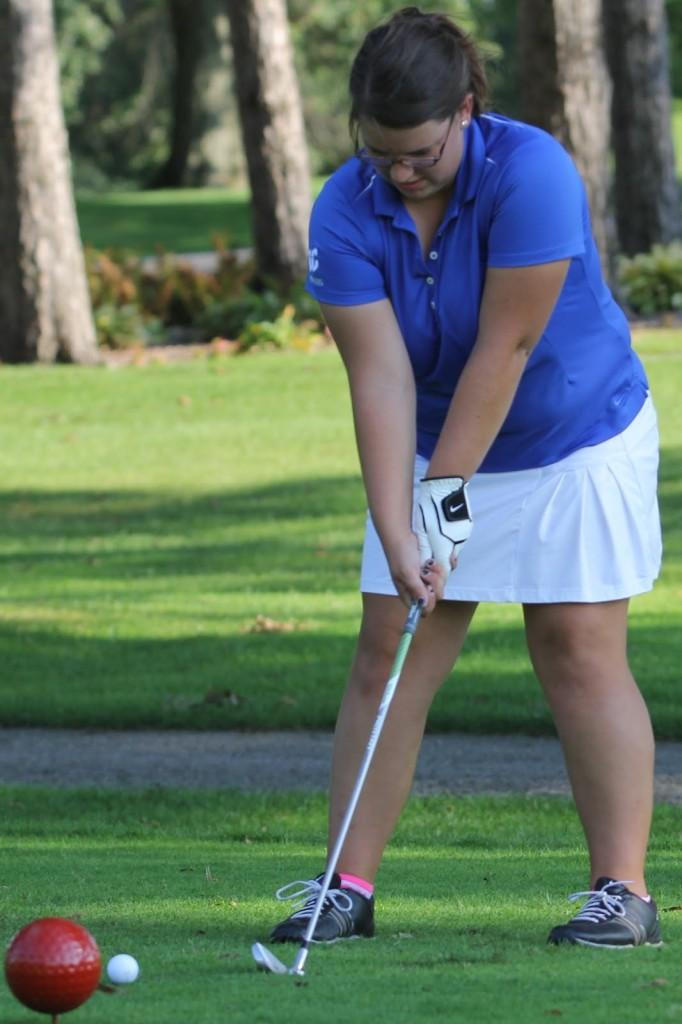Amanda+Blais+%2811%29+sets+up+her+shot+at+the+girls+golf+match+against+Crown+Point.