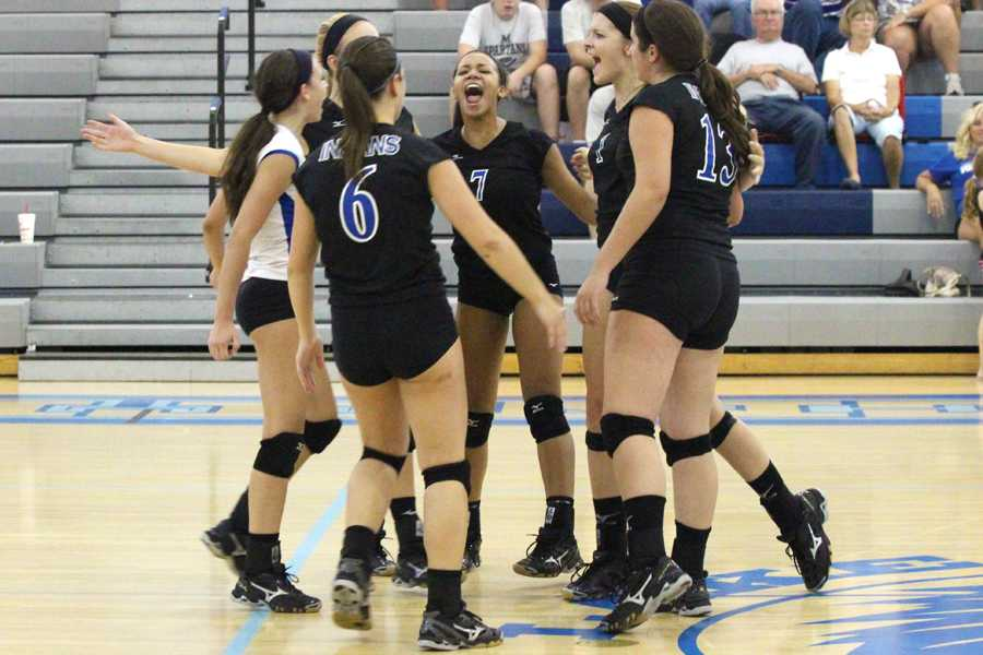 Varsity volleyball shuts out Valparaiso Vikings