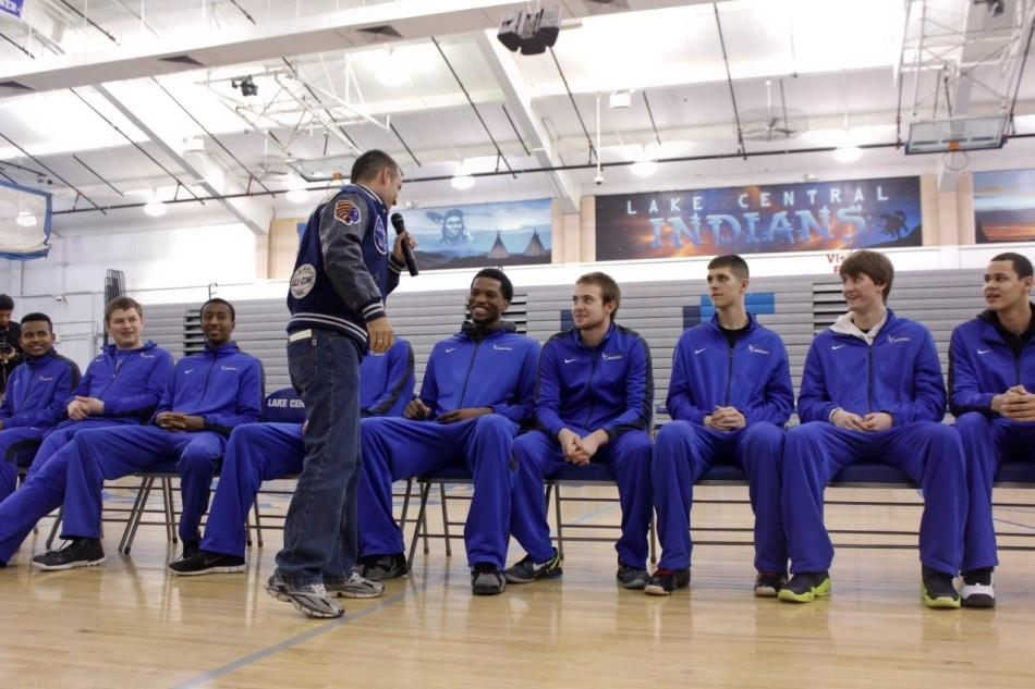 Community, students rally together to fire up boys varsity basketball team
