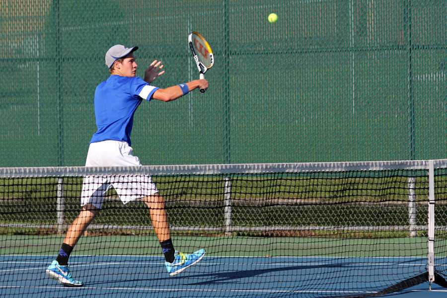 John+Mamelson+%2811%29+watches+as+the+tennis+ball+soars+across+the+court.+Memelson+went+on+to+win+his+match.%0A