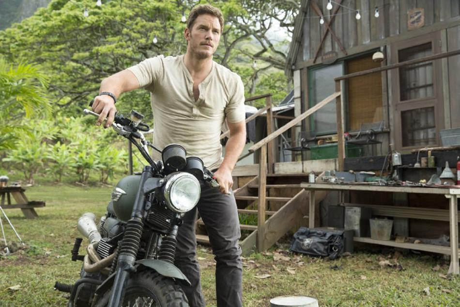 Owen+%28Chris+Pratt%29+gets+ready+to+lead+the+Velociraptors+in+the+hunt+for+the+asset+out+of+containment.+Pratt+portrayed+an+animal+adept+in+%22Jurassic+World.%22