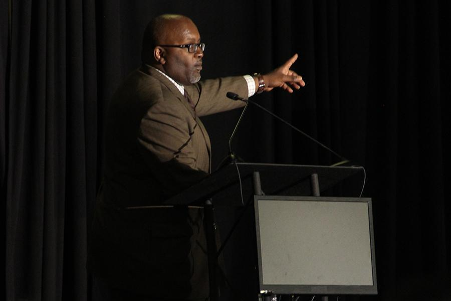 Keynote speaker Eric Deggans gives advice to over 6,000 journalists during the National High School Journalism Convention. Deggans focused primarily on racism throughout his speech.