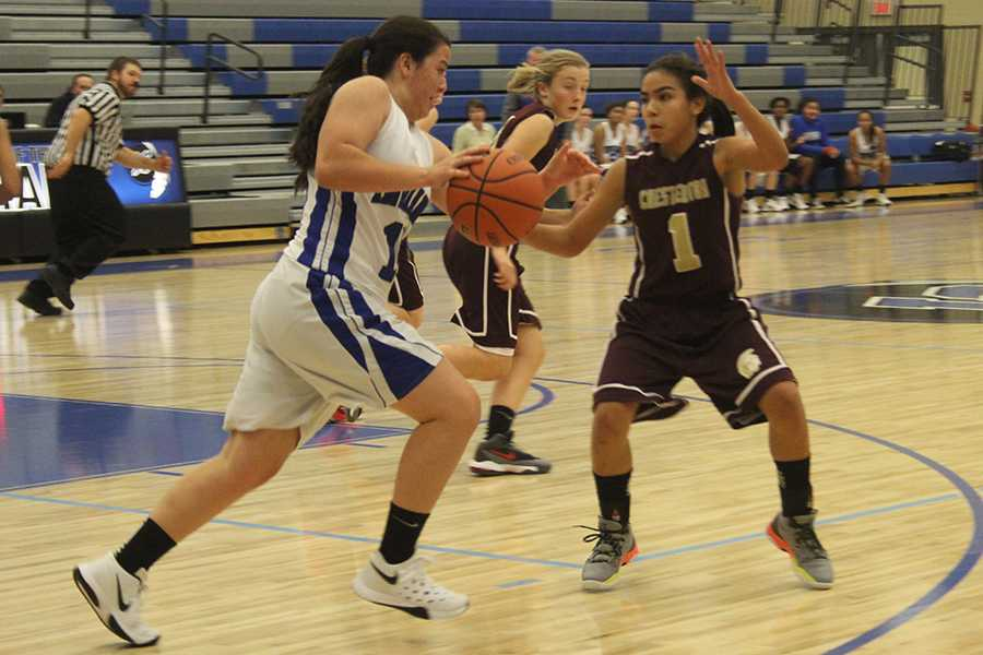 Laurissa+Marquez+%289%29+dribbles+up+the+court.+Chesterton+tried+hard+to+defend+her.