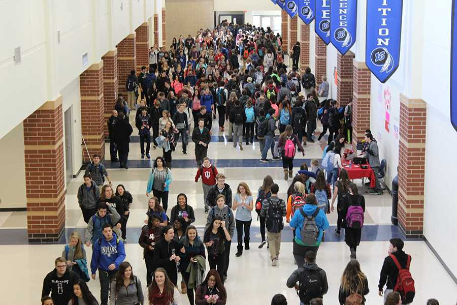 Students walk to get to their classes during passing period. The new bell schedule had been passed for the 2016-2017 school year.