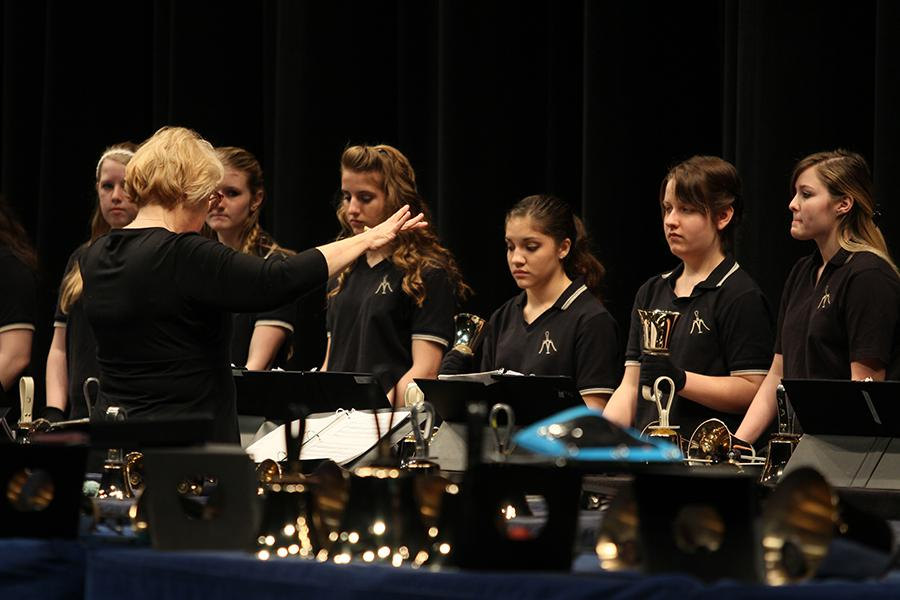Mrs.+Sandy+Hobbs%2C+Arts%2C+directs+the+bells+ensemble.++The+handbells+group+from+Grimmer+Middle+School+also+performed+two+pieces.++