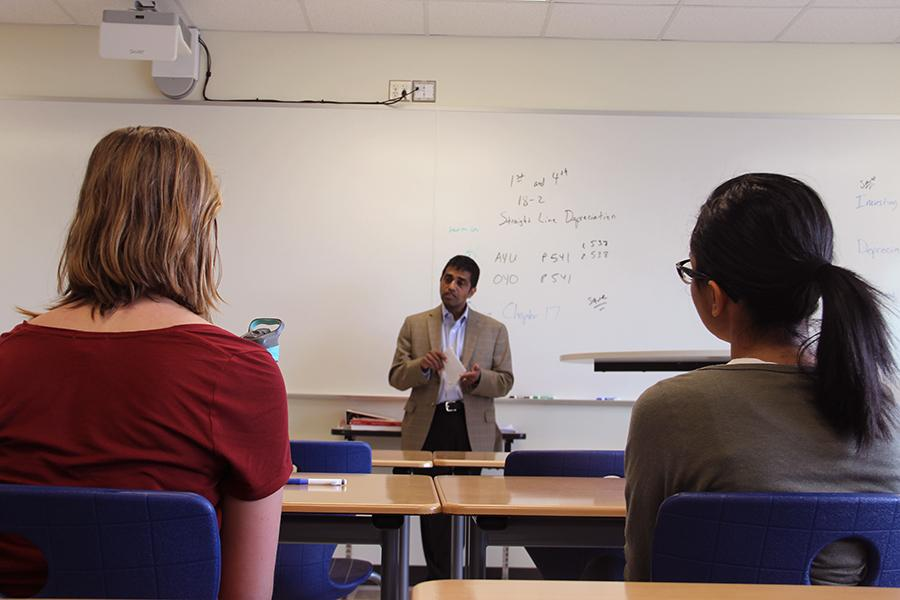 Dr. Rauha Mirmira speaks to the members of Future Medical Professionals about being a physician scientist. Dr. Rauha Mirmira specializes in diabetes and runs a diabetes center at Indiana University Bloomington.
