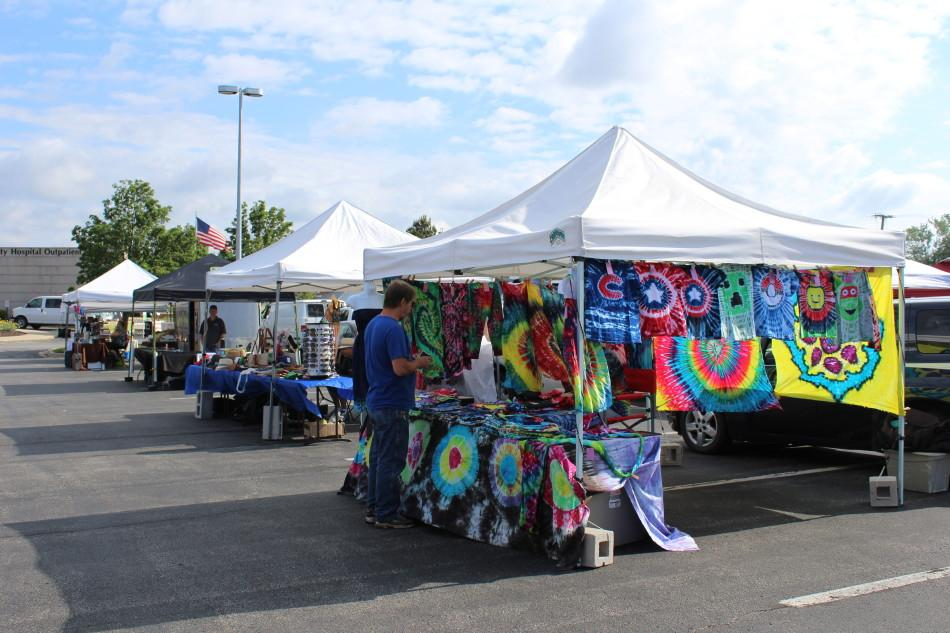 Vendors+setup+their+booths+and+sell+their+goods+to+customers+at+the+St.+John+Farmer%E2%80%99s+Market.+The+market+opened+for+the+year+on+Sunday+May+1.