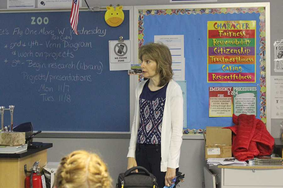 Mrs.+Joan+Loden%2C+Mathematics%2C+speaks+to+the+Junior+Class+Cabinet+members+about+prom+themes.+Mrs.+Loden+talked+about+past+prom+dances+to+spark+some+inspiration.+%0A