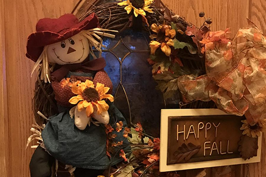 A+wreath+hangs+on+the+door+of+the+Mohammed+house.+The+Mohammed+Family+celebrated+the+fall+season+as+a+whole+rather+than+Thanksgiving+Day.%0A