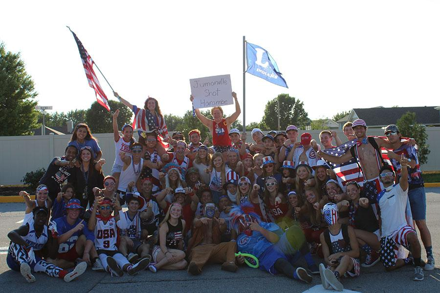 Seniors+gather+for+a+picture+during+a+tailgate+prior+to+the+opening+football+game+against+Munster.+The+football+team+went+on+to+defeat+the+Mustangs+with+a+final+score+of+35-7.+Photo+credit%3A+Alexis+Miestowski+%2811%29