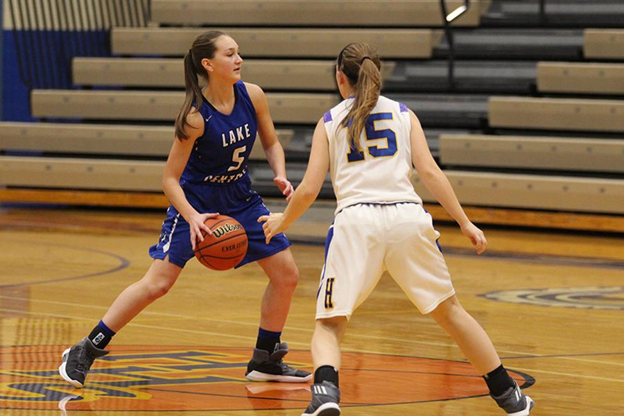Jennifer Tomasic (9) passes the ball to a teammate across the court. The team had a score of 24-2 by halftime.