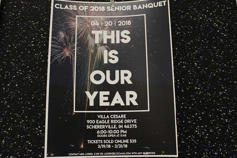 The+senior+banquet+flyer+is+posted+on+several+bulletin+boards+around+the+school.+The+senior+class+cabinet+worked+on+this+flyer+together.%0A
