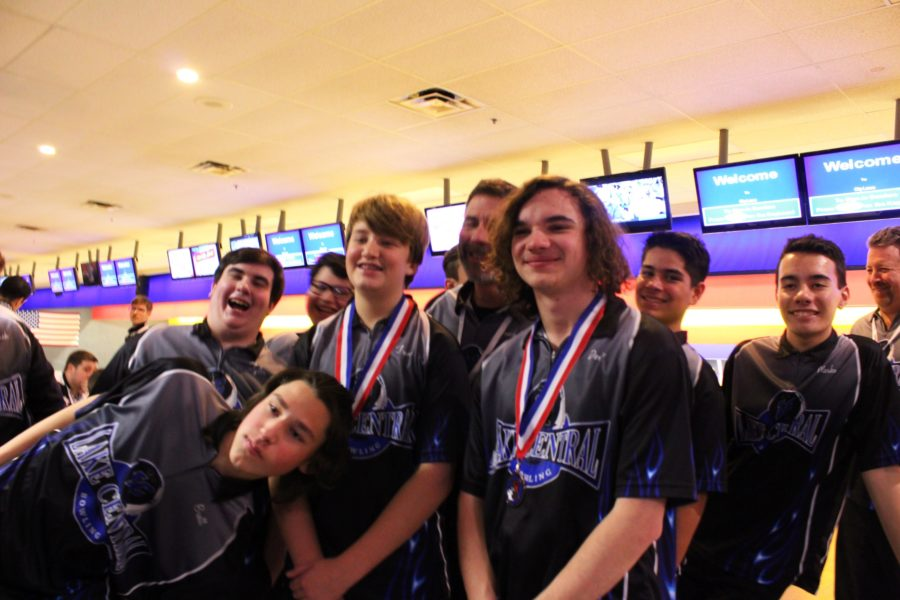 Trevor+Bos+%289%29+and+Derek+Leyba+%2811%29+wearing+medals+alongside+the+rest+of+the+team.+They+had+just+gotten+awards+for+the+Northwest+Indiana+High+School+Bowling++appreciation+tournament+that+they+participated+in+a+few+weeks+ago.