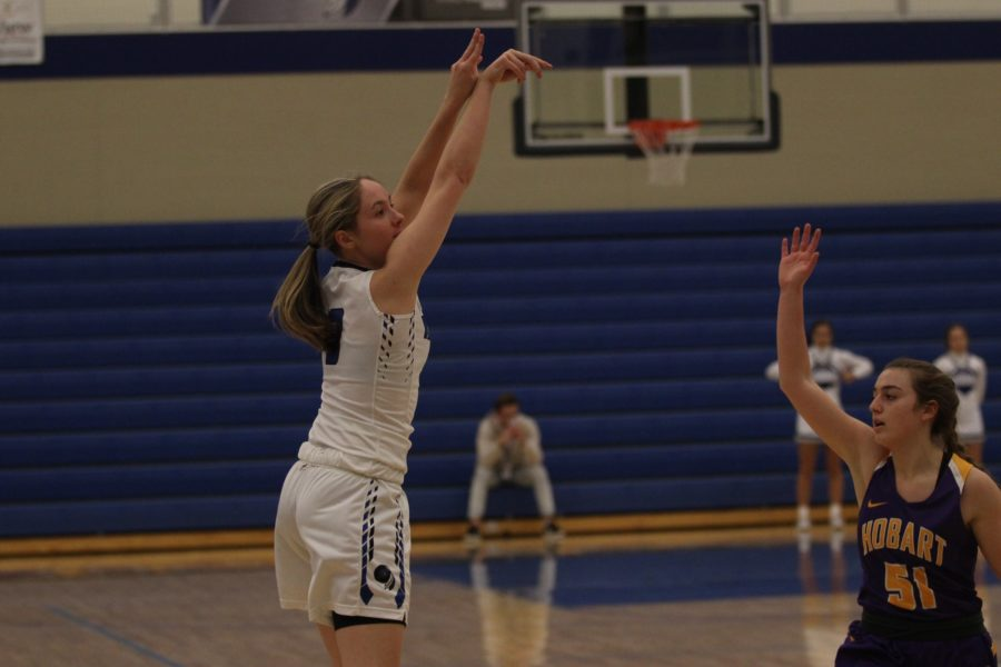Sara+Zabrecky+%2811%29+shoots+a+three-pointer.+She+scored+the+most+three-pointers+out+of+the+team+on+Tuesday.