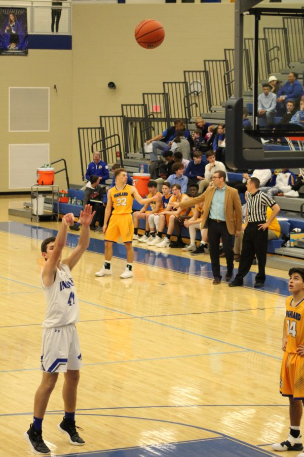 Hunter+Zezovski+%2811%29+shoots+a+freethrow.+He+made+the+shot%2C+scoring+a+point+for+the+team.