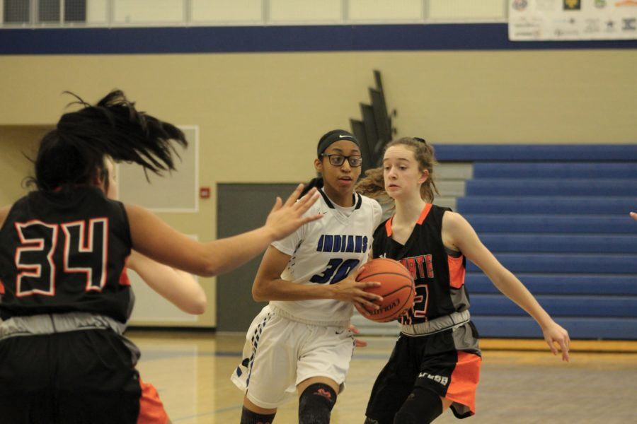 Essence+Johnson+%289%29+quickly+maneuvers+past+her+opponents+to+have+a+scoring+opportunity.+Johnson+made+a+pass+to+her+teammate+and+got+the+assist.