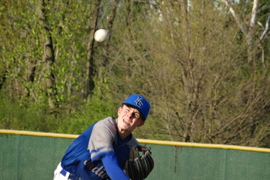 Zach+Vollrath+%289%29+pitches+the+ball.+He+pitched+a+no-hitter+game.