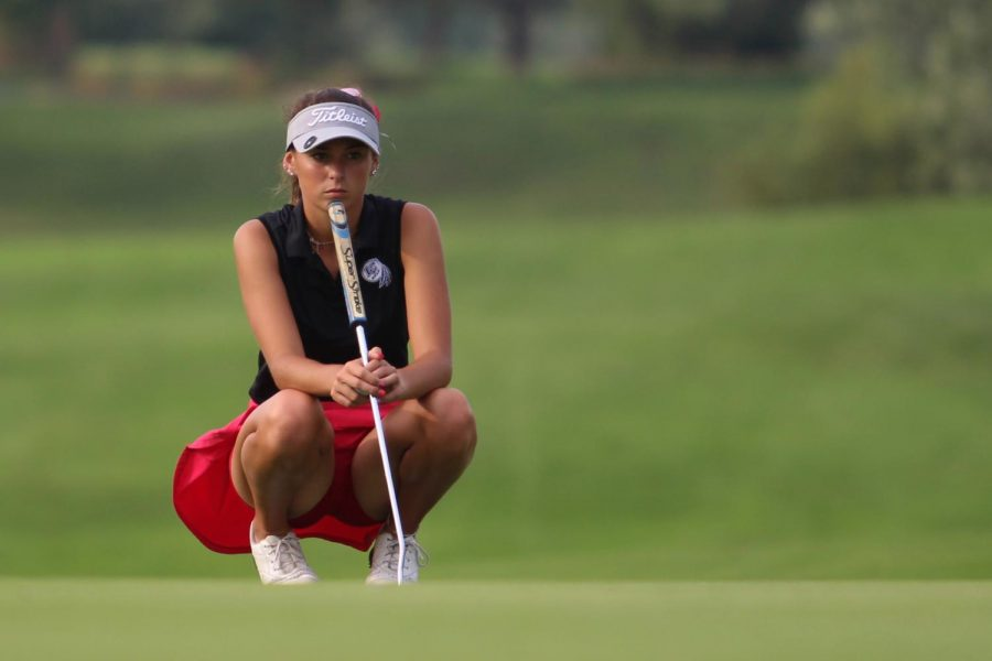 Sarah+Sanders+%2812%29+estimates+where+to+hit+her+ball.+Sanders+was+glad+to+practice+at+Palmira+the+week+before+Sectionals.