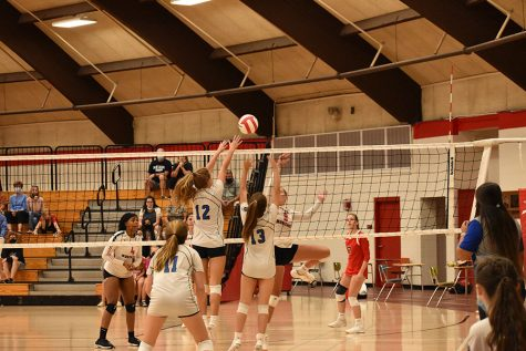 Teagan Thomsen (9) and Alex Jelcic (9) go head-to-head with Munster at the net. They worked together to prevent Munster from scoring yet again another point.