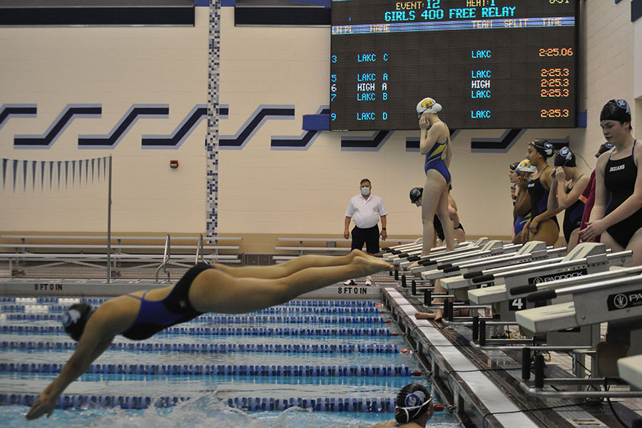 Elise Smith (10) diving into the 3rd lane to start her turn on the 400 free relay event. Smith usually swims the 200 medley relay, 200 free, 100 free, 400 free relay, and sometimes 100 fly.