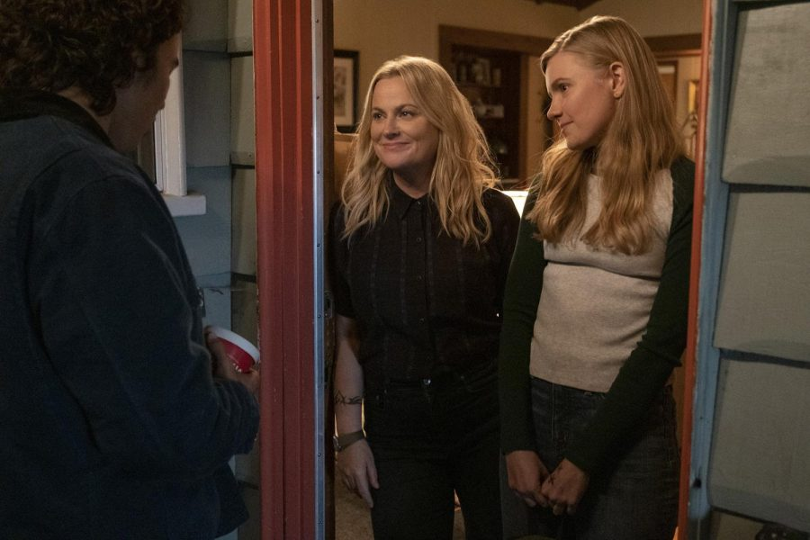 Nico Hiraga as Seth (left), Amy Poehler as Lisa (center) and Hadley Robinson as Vivian (right) in